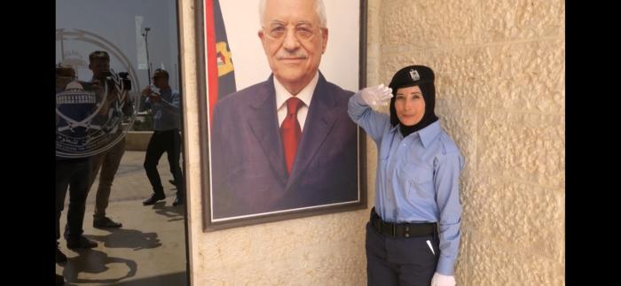 Nova agente da polícia palestiniana na academia da polícia de Jericó