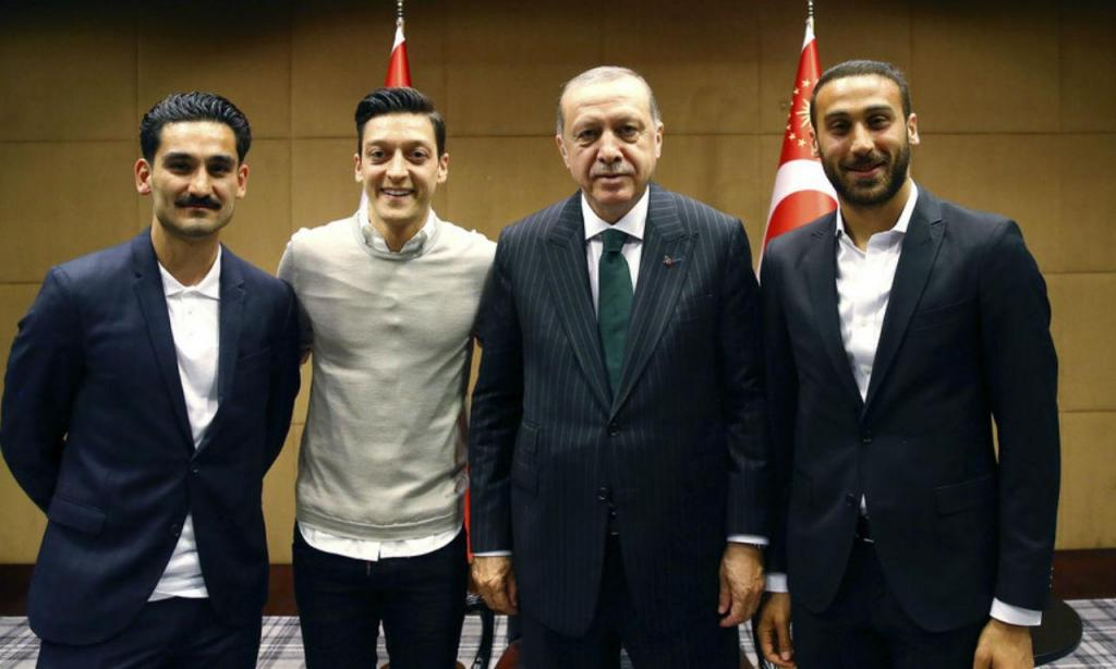 Ozil e Gundogan com Erdogan