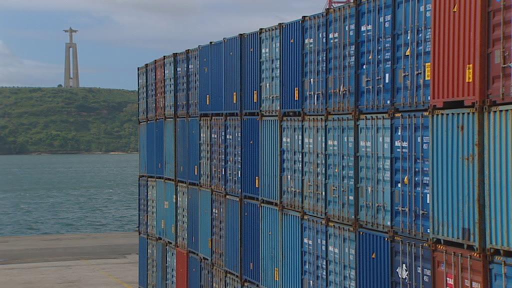 Exportações travam crescimento; investimento ajuda