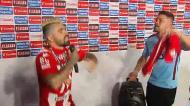 O karaoke de Paulo Machado em plena zona mista