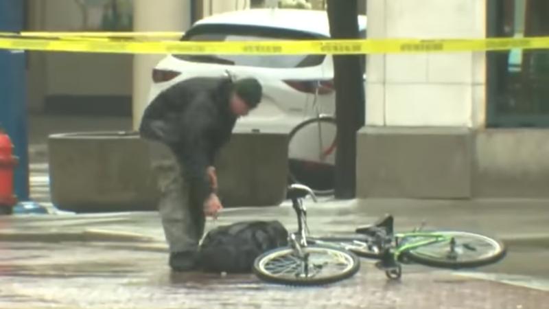Homem fura barreira de segurança e prova que mochila não tem explosivos