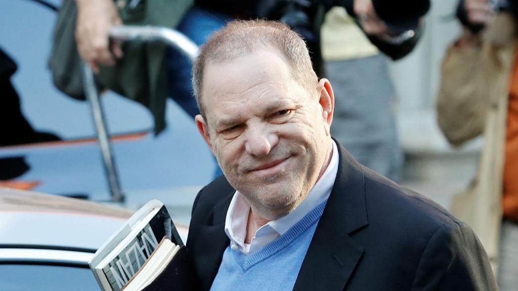 Harvey Weinstein entrega-se numa esquadra em Nova Iorque