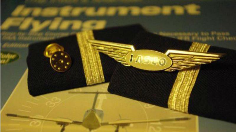 Piloto e assistente da companhia aérea de treino  acusados de rapto