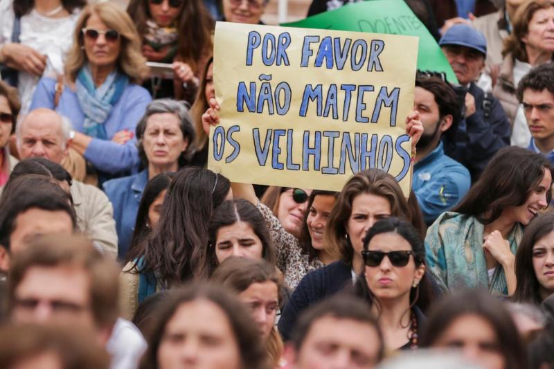 Protesto contra a eutanásia
