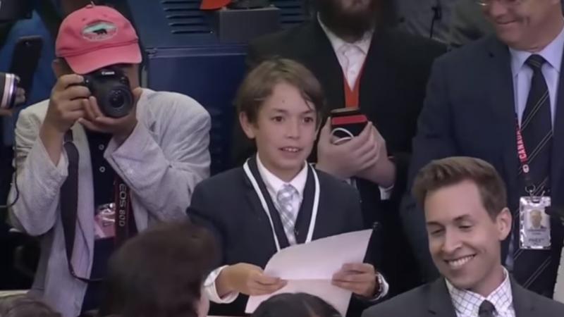 Miúdo emociona assessora da Casa Branca