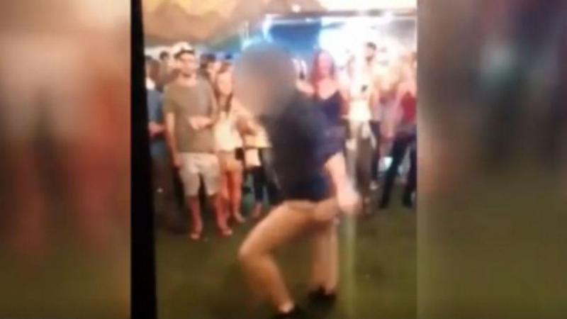 Agente do FBI a dançar num bar em Denver