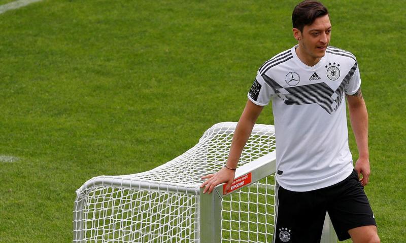 Alemanha  presidente da Federação critica atitude de Mesut Ozil  9d75ccaea20fd