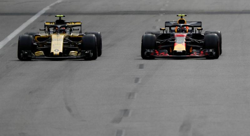 Carlos Sainz Jr. e Max Verstappen (Reuters)