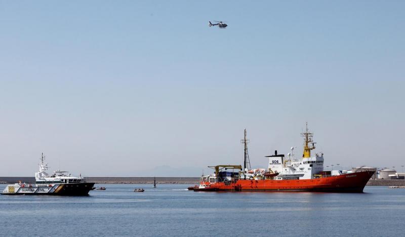Migrantes recolhidos pela frota Aquarius chegam ao porto espanhol de Valência