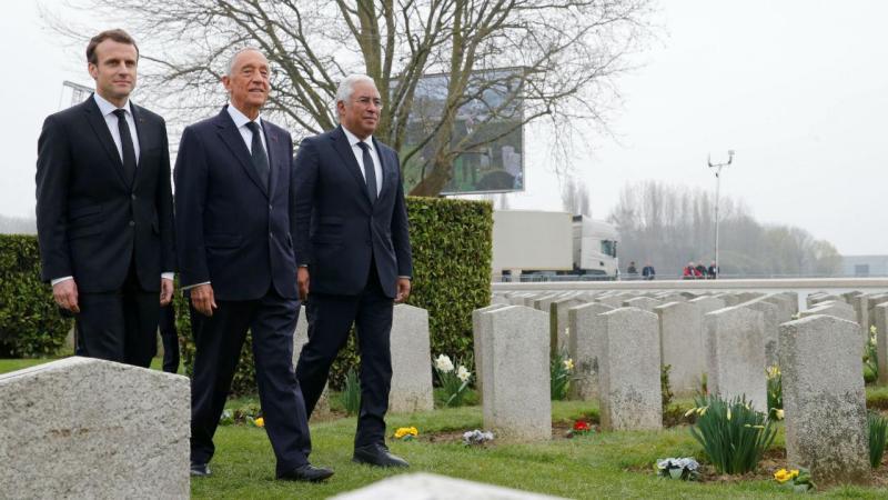 Emmanuel Macron, Marcelo Rebelo de Sousa e António Costa no cemitério de Richebourg