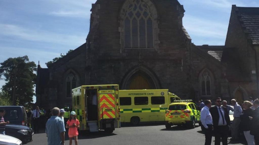Quatro feridos numa colisão numa igreja em Dublin