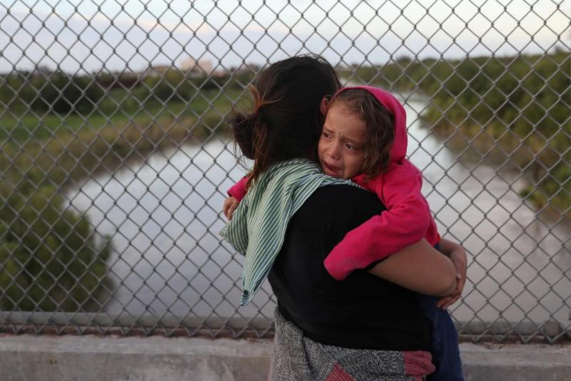 Imigrantes têm entrada negada na fronteira do México com os EUA