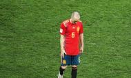 Iniesta, o adeus de um grande. Tanto simbolismo nesta despedida, no momento em que a Espanha caiu no Mundial. O jogador que deu o título à Espanha em 2010, o jogador que melhor simbolizou o estilo da Roja durante todos estes anos, abandonou a seleção. Ele que já tinha deixado o Barcelona e vai fazendo cair o pano sobre a carreira no Japão.