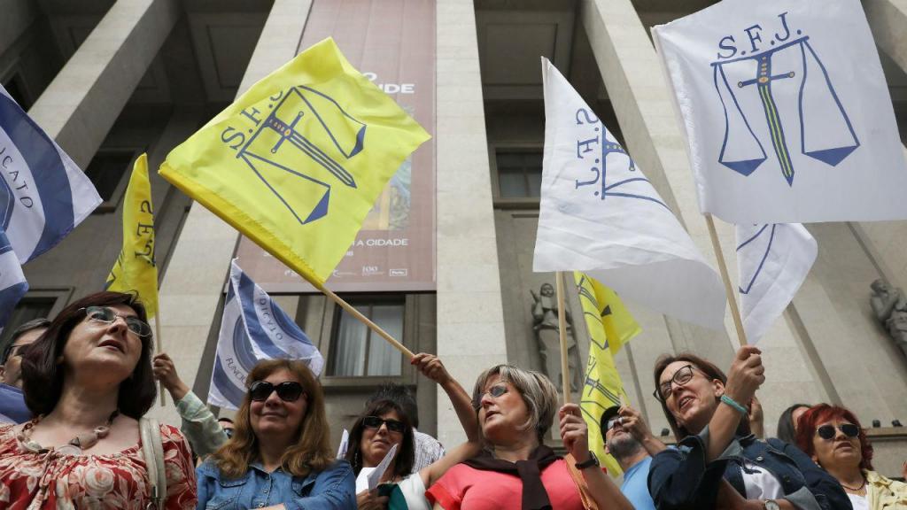 Funcionários judiciais em greve