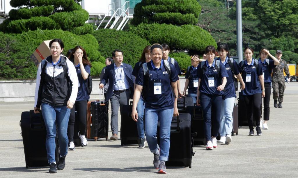 Equipas de basquetebol da Coreia do Sul em Pyongyang (foto Reuters)