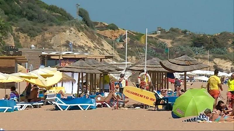 Presença de bactérias coliformes fecais mantêm praia em Albufeira interdita
