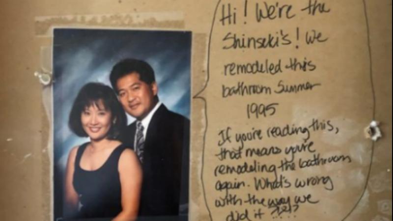 Casal encontra mensagem e fotografias escondidas na parede da casa-de-banho