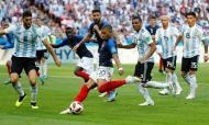 Mbappé, a estrela a brilhar enquanto as outras se extinguem. Um clássico instantâneo nos oitavos entre França e Argentina, um bis do adolescenta francês feito figura maior deste Mundial. A fazer cair Lionel Messi. Que, por ironia, se despediu do Mundial exatamente no mesmo dia que Cristiano Ronaldo.