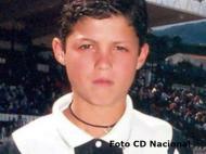 Cristiano Ronaldo com a camisola do Nacional (Foto CD Nacional/Facebook)
