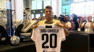 João Cancelo apresentado na Juventus