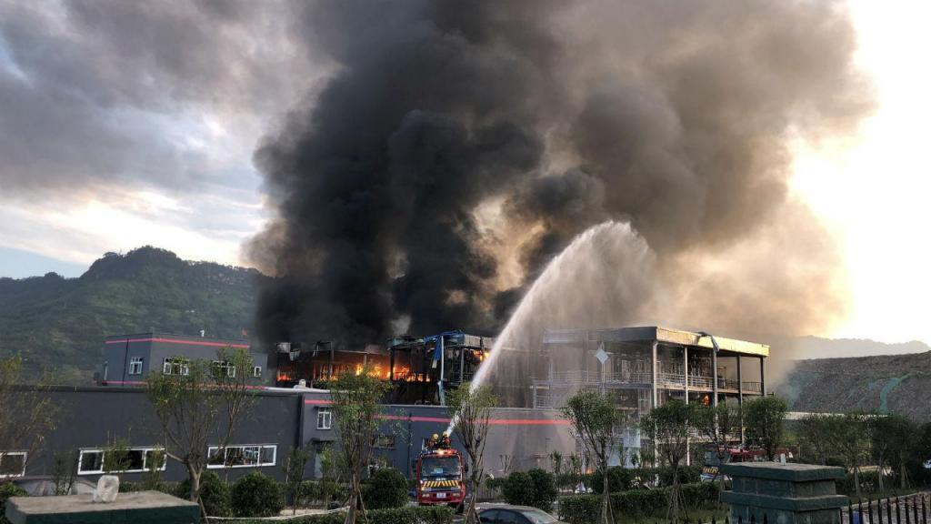 Explosão numa fábrica chinesa