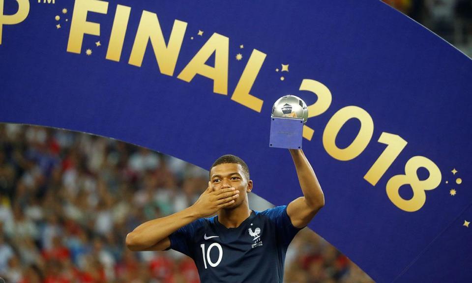 Mbappé: dos pósteres de Ronaldo no quarto ao topo do Mundo com 19 anos
