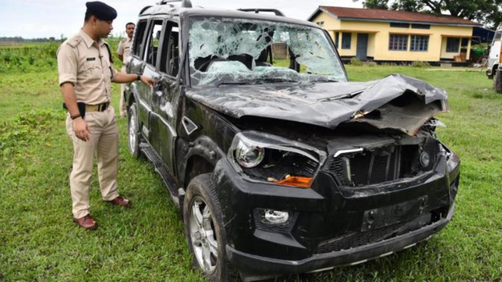 O carro de Mohammed Azam e dos três amigos depois de terem sido atacados pela multidão