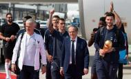Seleção francesa na chegada a França (Lusa)