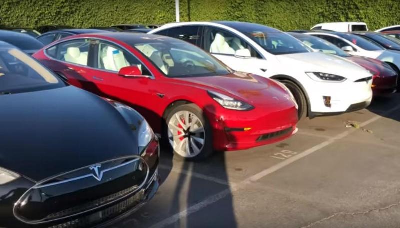 Tesla Model 3 Performance (reprodução YouTube)