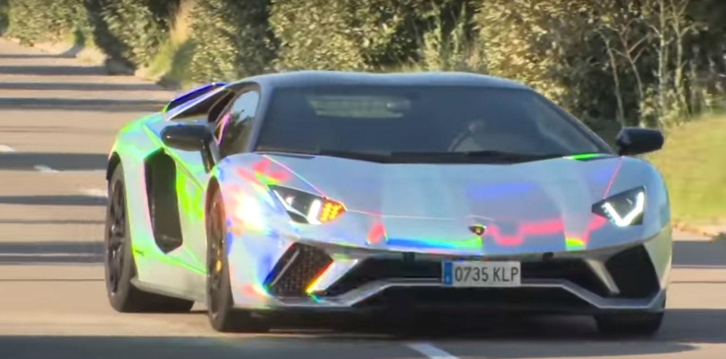 Lamborghini holográfico (reprodução YouTube)