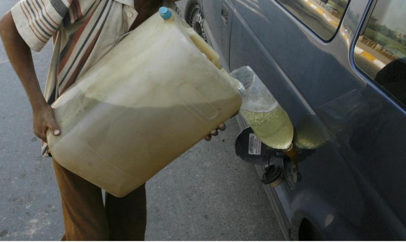 Bidão plástico com combustível