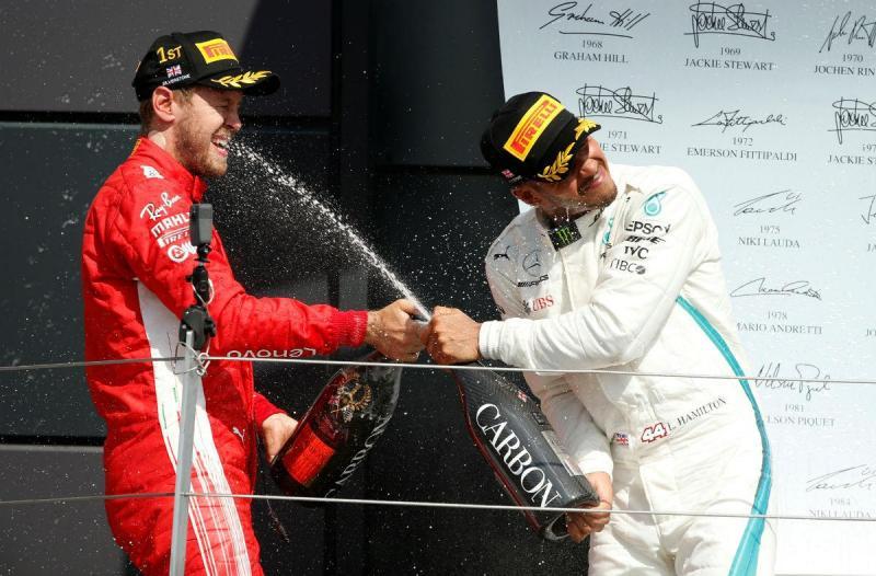 Sebastian Vettel e Lewis Hamilton (Reuters)