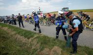 Manifestação e gás lacrimogéneo interrompem etapa do Tour