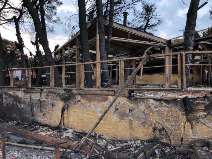 Cenário dantesco em Mati após devastação dos incêndios
