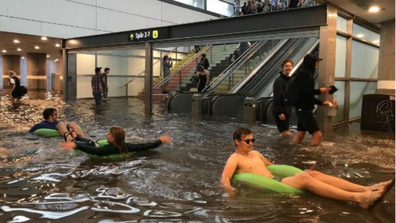 Estação de metro em Uppsala, na Suécia, inundou depois uma tempestade