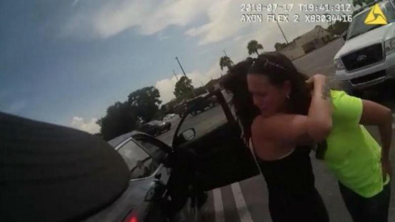 Mulher salva bebé que foi deixado em carro ao sol