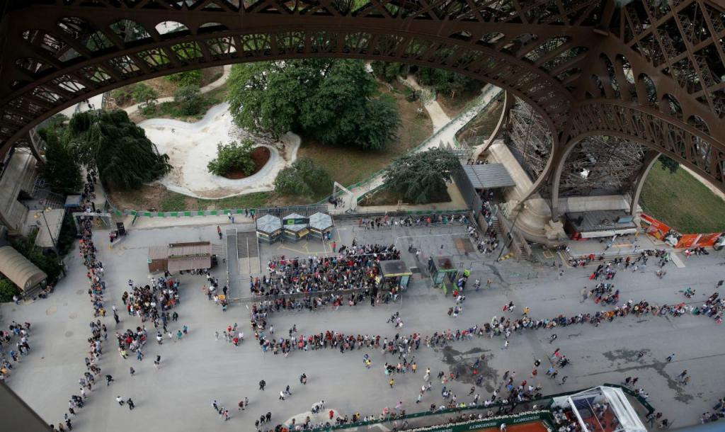 Torre Eiffel - filas de visitantes