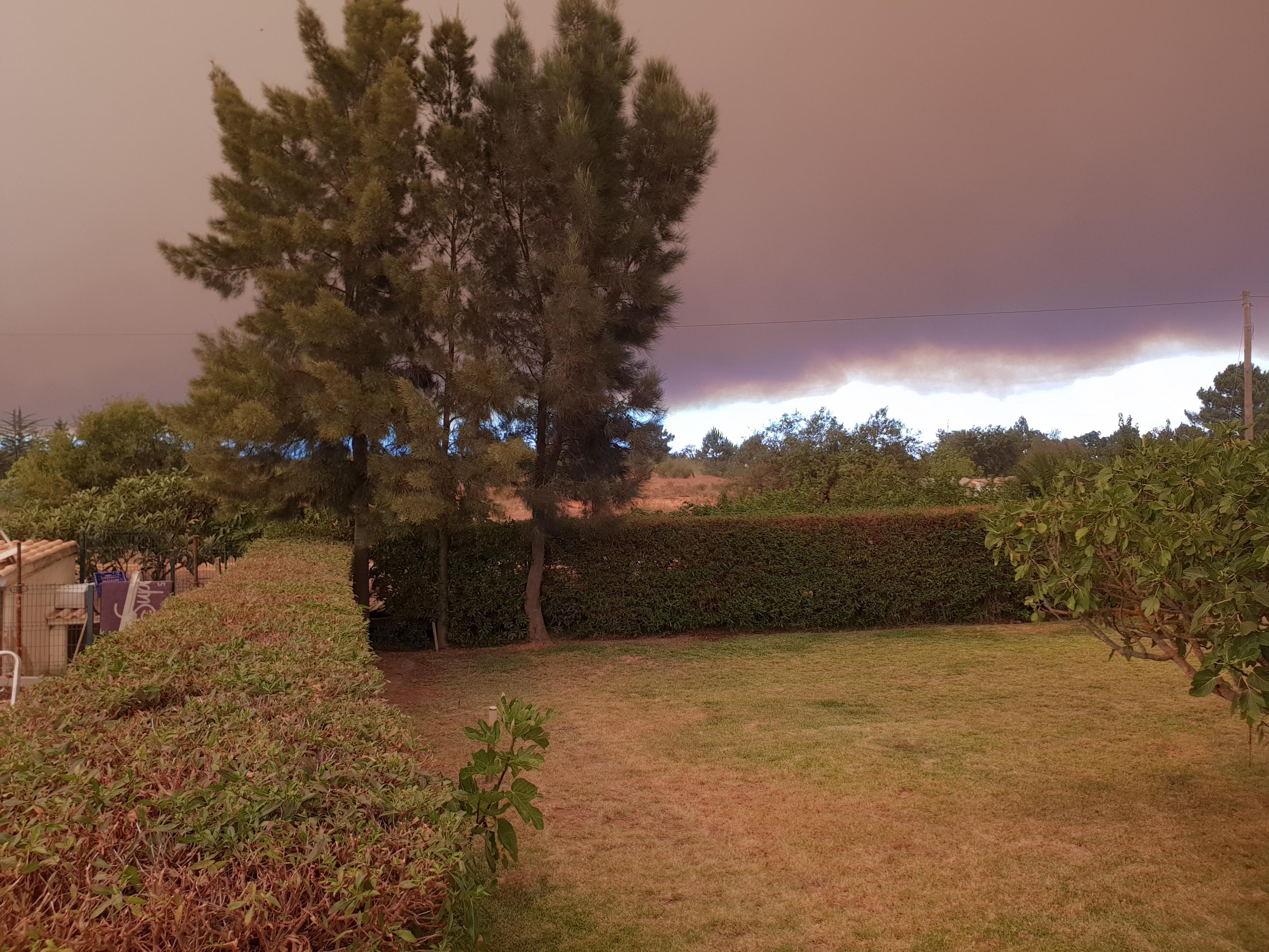 O fumo do incêndio de Monchique em Silves