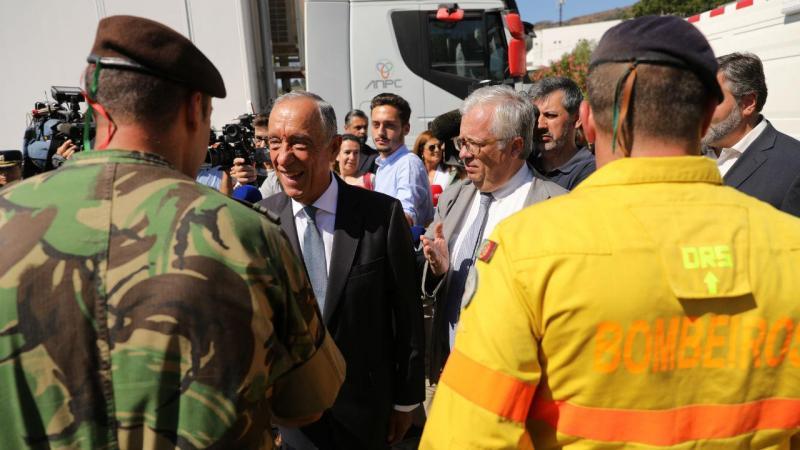 Marcelo Rebelo de Sousa acompanhado pelo MAI Eduardo Cabrita, durante a visita a Monchique, 11 de agosto de 2018