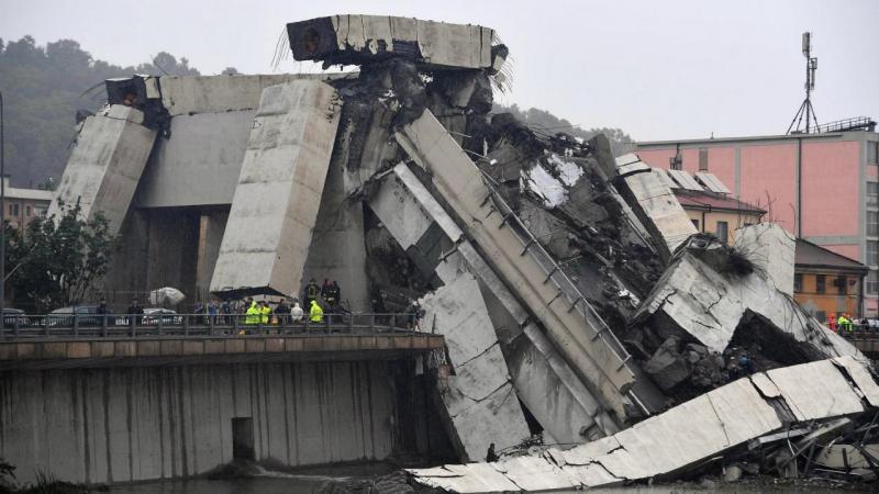 Ponte sobre autoestrada colapsa em Génova