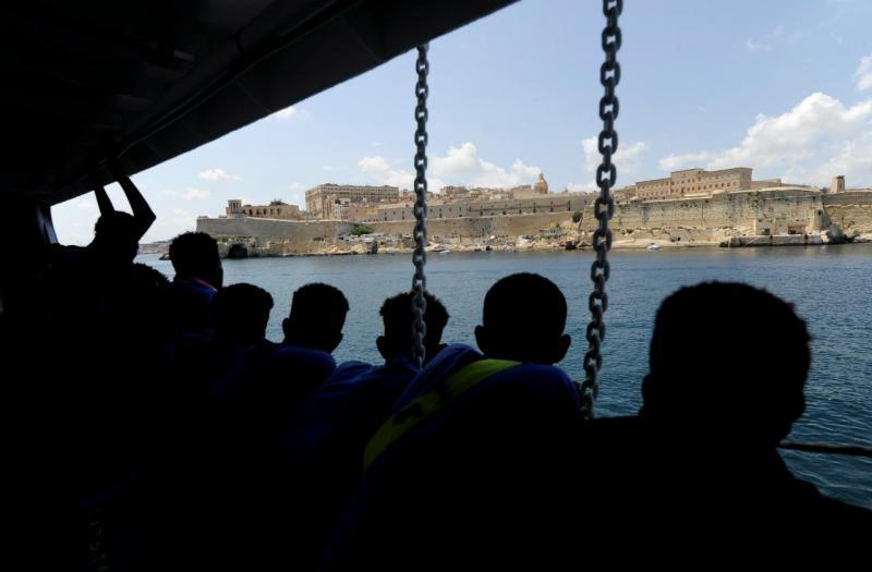 Refugiados chegam a Malta