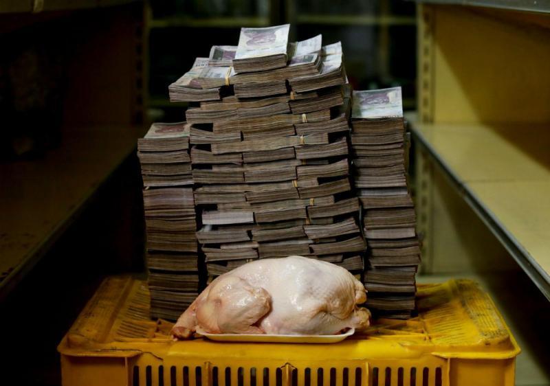 Um frango com 2,4kg custa 14 600 000 bolívares (1,94 euros)