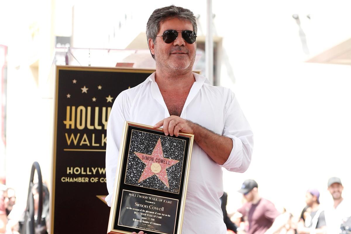 Simon Cowell recebe estrela no Passeio da Fama