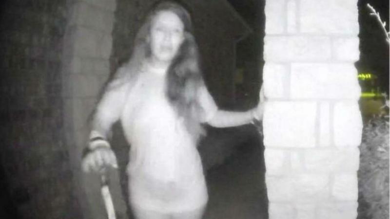 Mulher misteriosa toca às campainhas e desaparece