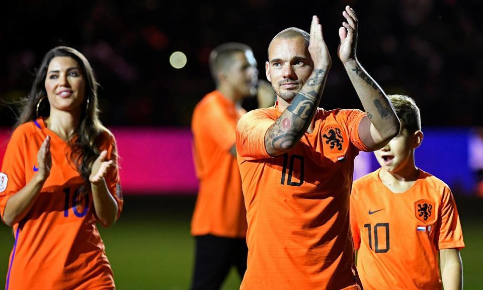 VÍDEO: Sneijder acabou a carreira há 13 dias, mas está irreconhecível