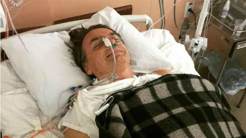 Jair Bolsonaro foi operado e já reconheceu os filhos