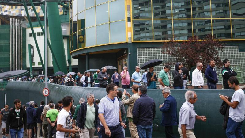 Eleições no Sporting: sócios começaram a chegar pelas primeiras horas da manhã ao estádio de Alvalade