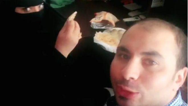 Egípcio toma pequeno-almoço com saudita
