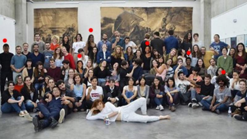 Escola de Design altera cor de pele dos alunos em foto