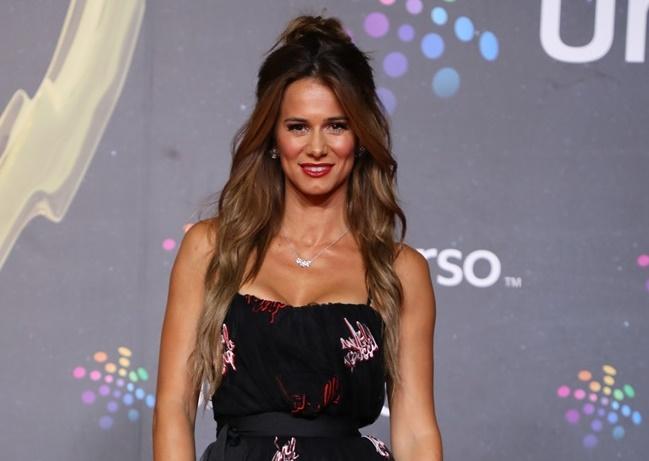 Mensagem Para Filha Gravida Pela Primeira Vez: Cláudia Vieira Exibe Barriga De Grávida Pela Primeira Vez